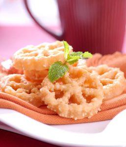 Kue kembang goyang adalah kue khas Lebaran dari daerah Betawi, yang renyah manis dan dimasak dengan cara digoreng.