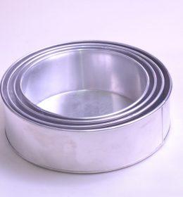 Loyang Kue Bolu Bentuk Bulat 4 Pcs terbuat dari aluminium tebal, awet di pakai berkali-kali.