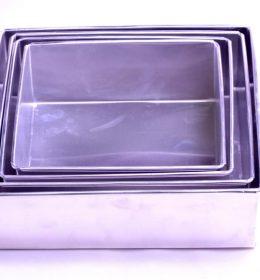 Loyang Kue Bolu Kotak 1 Set Isi 4 Pcs Murah & Berkualitas ini terbuat dari aluminium yang tebal, tidak mudah penyok dan tahan lama.